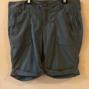 "Athleta Trekkie 9"" Cuffed Bermuda Short Green 12"